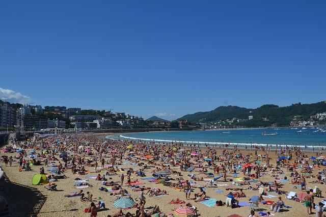 přeplněná pláž