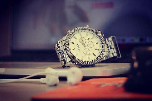 hodinky u sluchátek