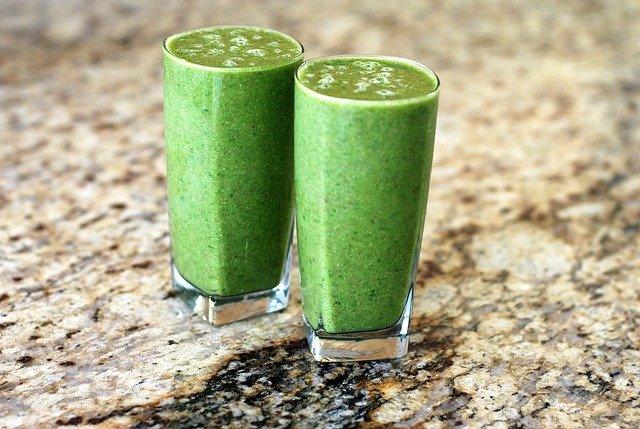 dvě zelené smoothie